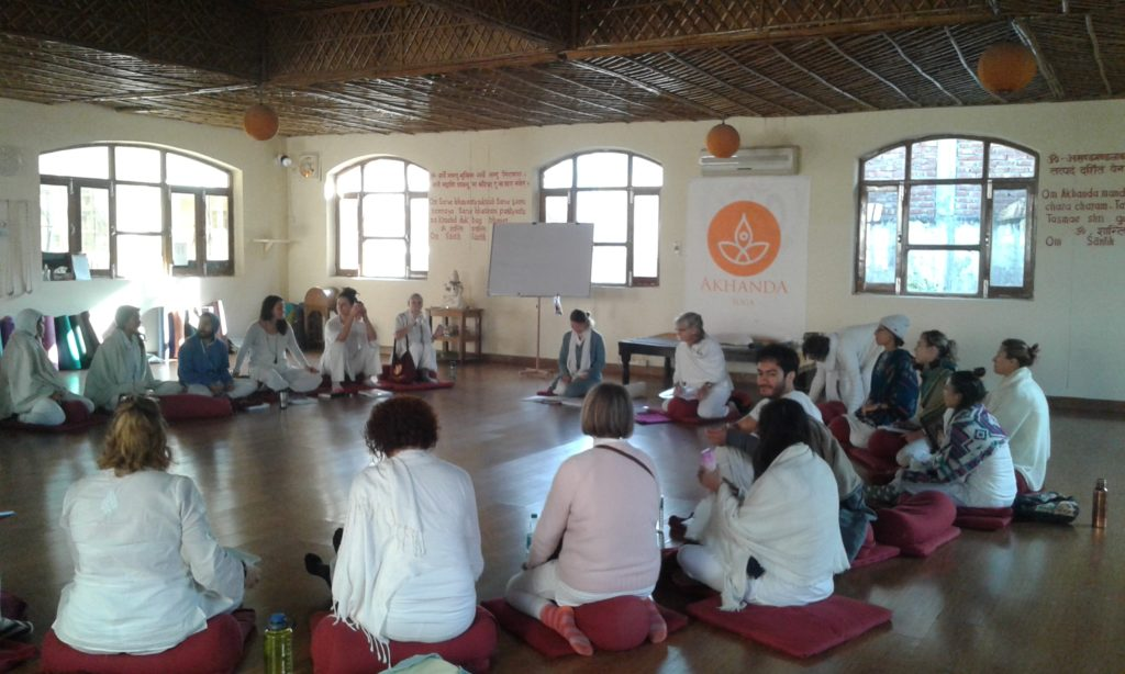 This image has an empty alt attribute; its file name is Rishikesh-Ashram-3-1024x614.jpg
